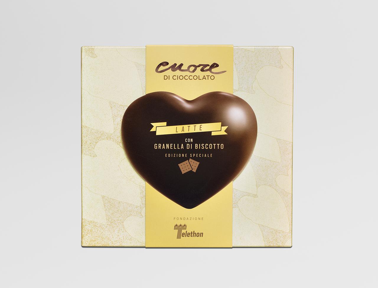 Cuore di cioccolato al latte con granella di biscotto